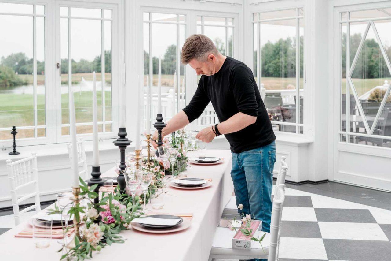 Dirk Brokinkel von dieblumenbinder dekoriert im Golfclub The Hamptons