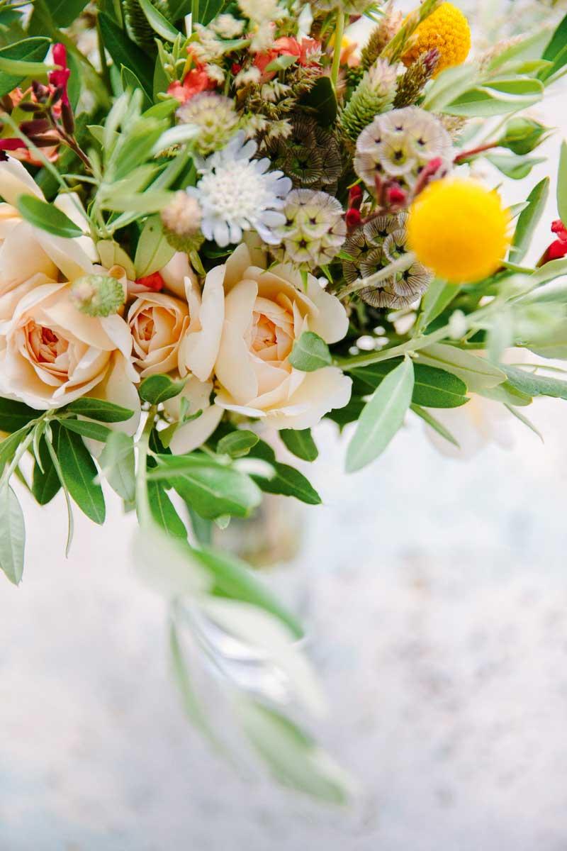 Brautstrauß mit Rosen und Tulpen in Gelb und Coral
