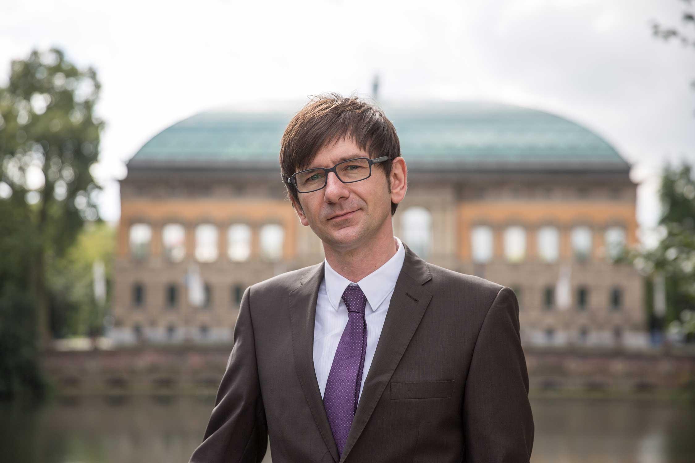 Adam Schneider von Schneider Rechtsanwälte