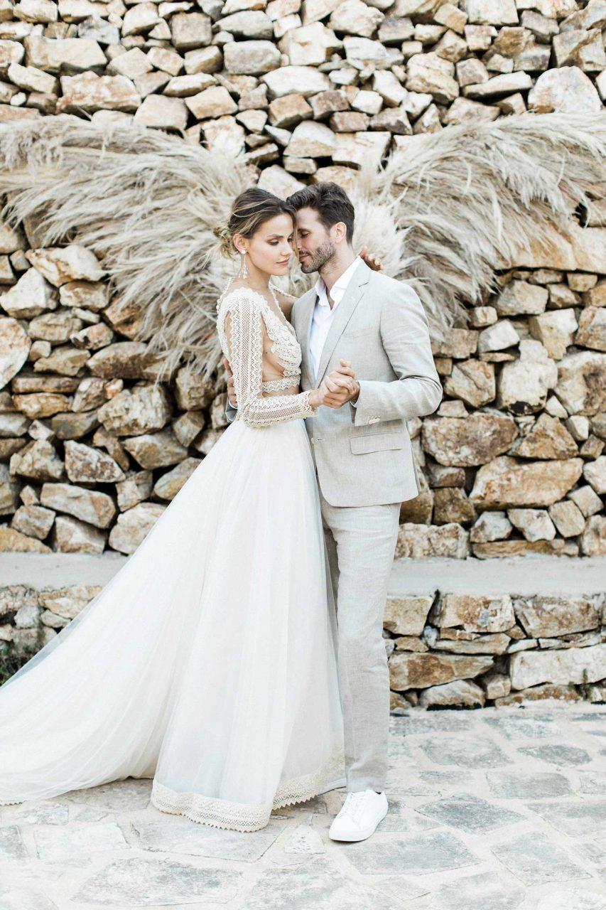 Hochzeitspaar: Bräutigam mit hellem Anzug von The Bloke