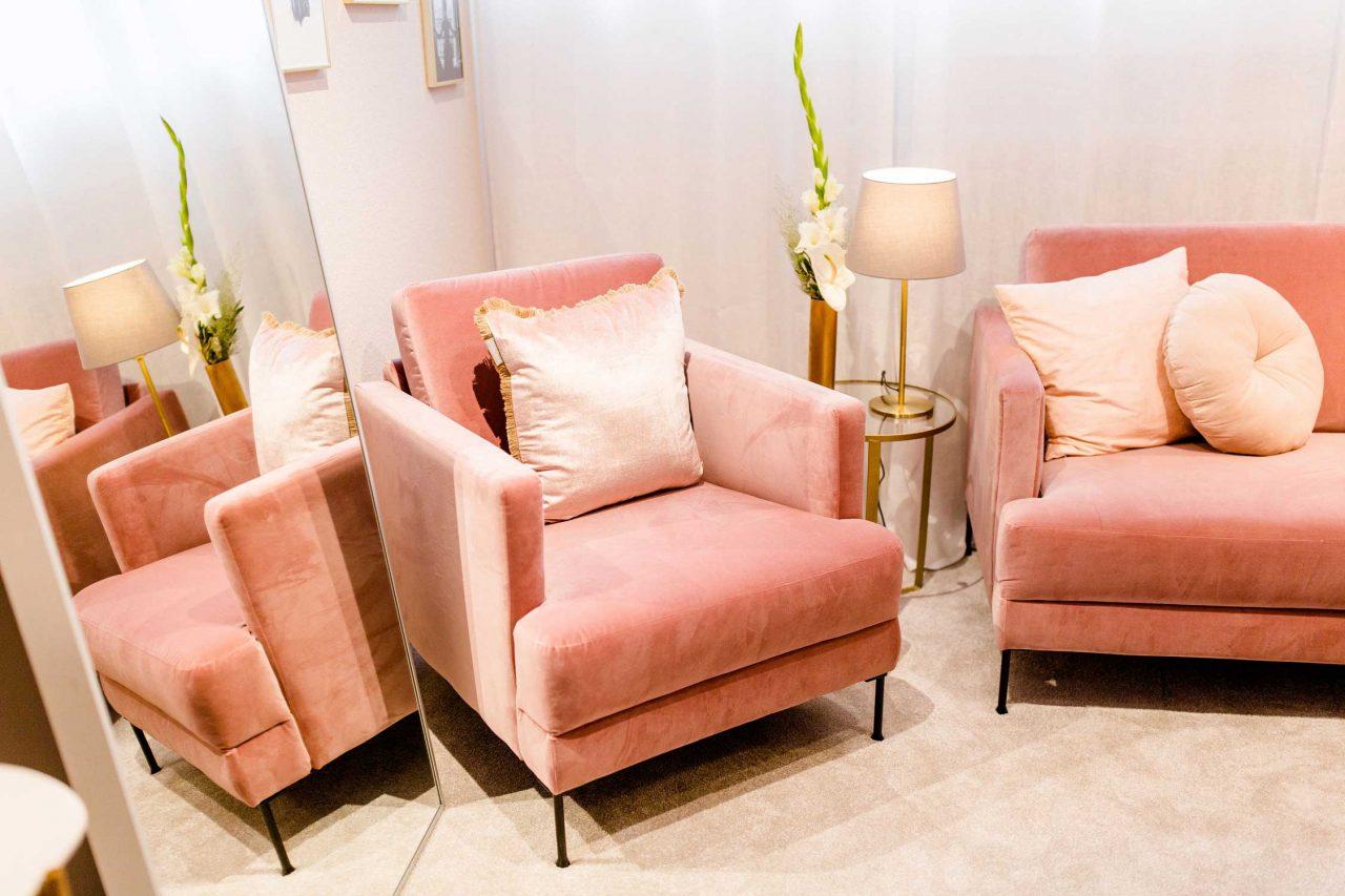 Sessel im Ladenlokal von maleika Brautboutique.