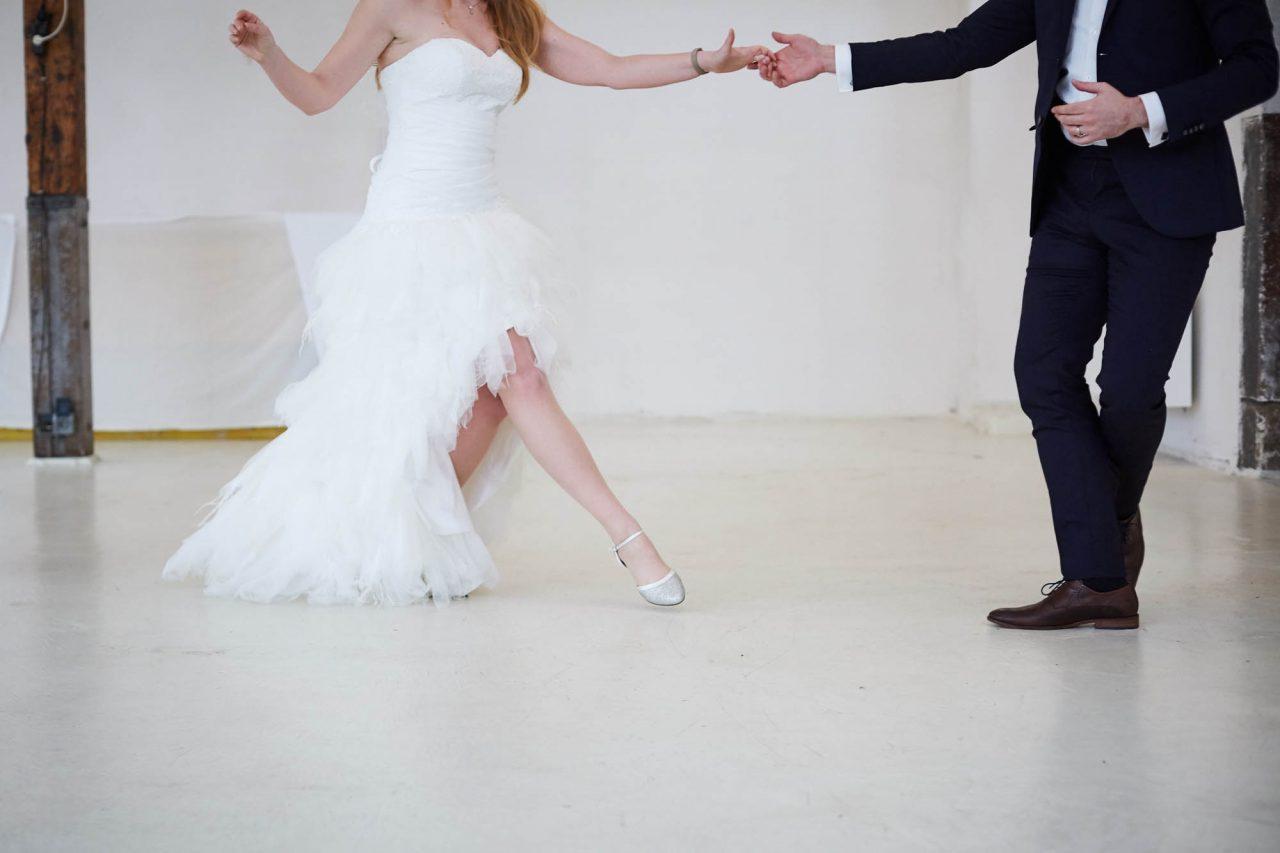Hochzeitspaar tanzt Swing