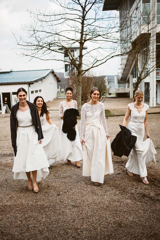 Models auf dem Weg zur Modenschau der Bube Dame Herz Hochzeitsmesse