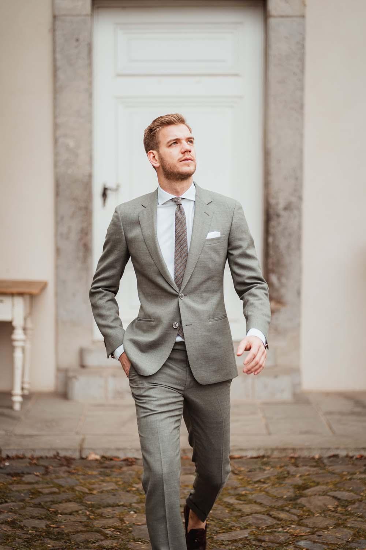 Bräutigam mit Anzug von THE BLOKE