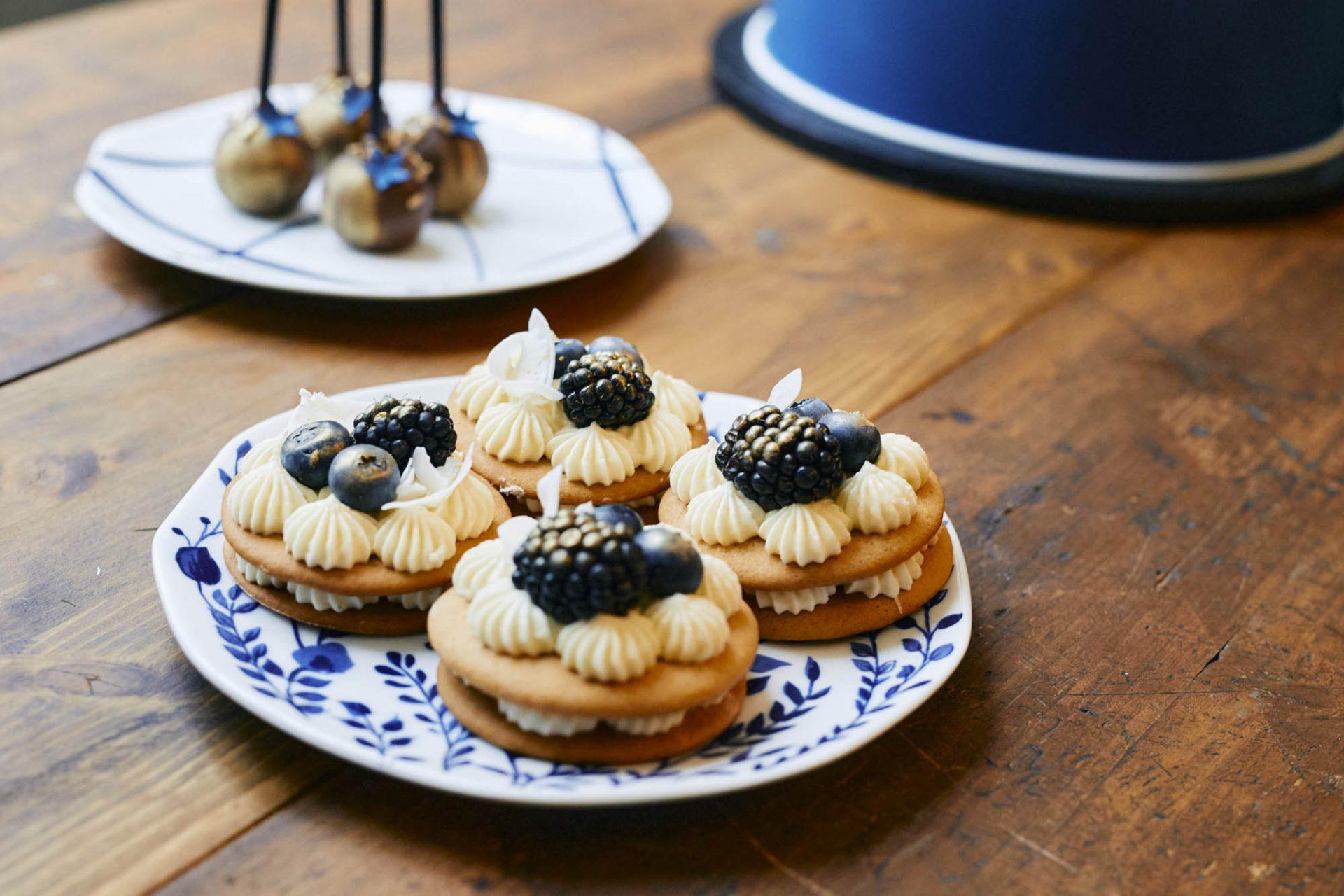 Mini-Letter-Cakes aus Honigkeksteig.