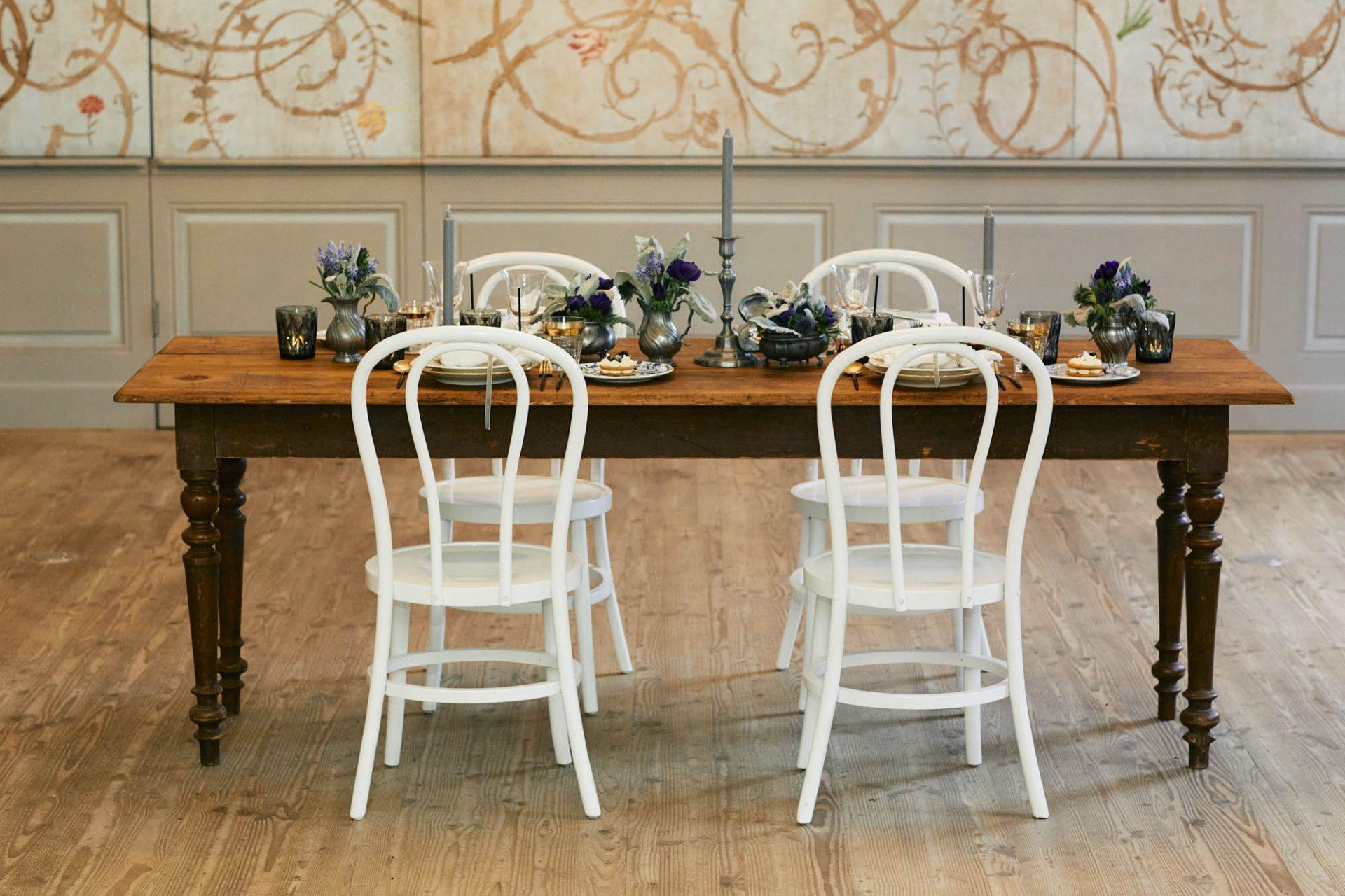 Blau-weißes Tiny-Wedding in Schloss Benrath.